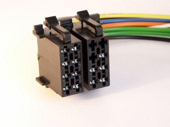 Разъем автомагнитолы EURO ISO называется.  А все (повторю ВСЕ) автмагнитолы современные идут с таким разъёмом.